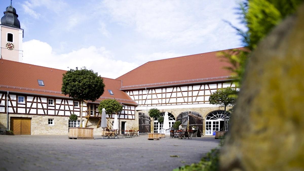 Hochzeitsfotograf Heidelberg Landgut Schloss Mithelfend