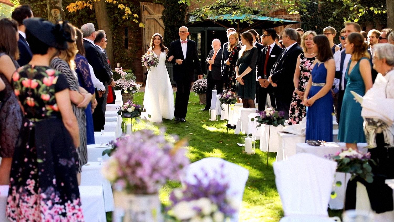 Hochzeit Hofgut von Hünersdorff Einzug der Braut