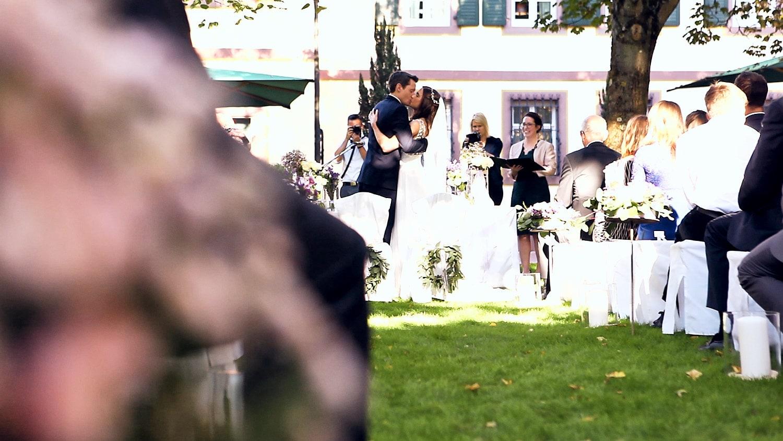 Hochzeit Hofgut von Hünersdorff First Kiss